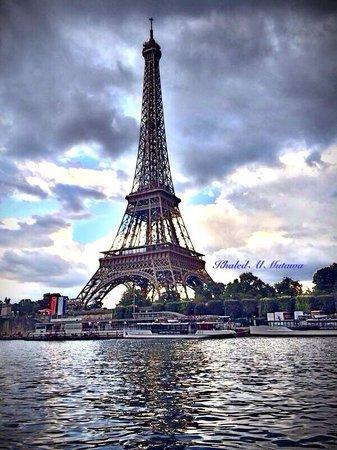 Tour Eiffel : Eiffel Tower cloudy
