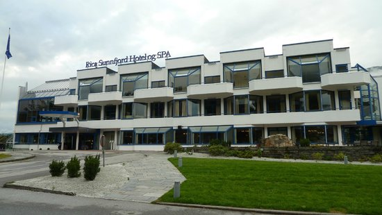 Scandic Sunnfjord Hotel & Spa: Aussenansicht vom Hotel