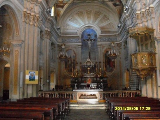 Ferrere, Italie : altare