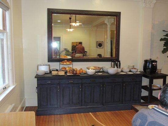 Inn at the Presidio: Buffet petit-déjeuné