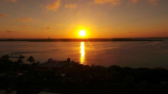 Bel Air Collection Resort & Spa Cancun: Закат вид, с отеля на 6 этаже