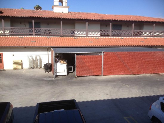 Embassy Suites by Hilton Mandalay Beach Resort: Outside the door of our room sat an open Dumpster for 4 days