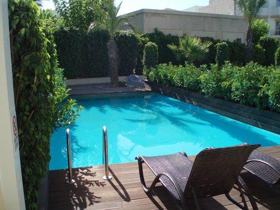 Sentido Ixian All Suites: Vores pool om morgenen