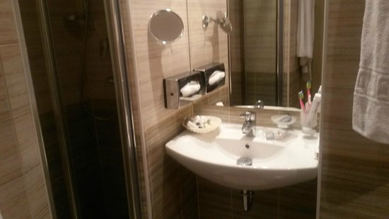 Hotel Kolonada: Ванная комната
