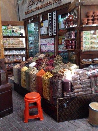 Dubai Spice Souk : uno degli innumerevoli negozi di spezie