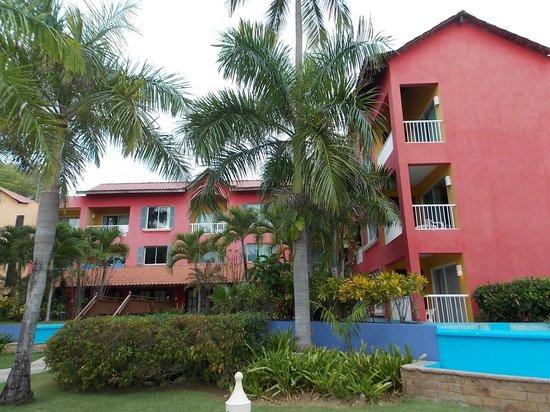Tropical Princess Beach Resort & Spa: hotel coloré