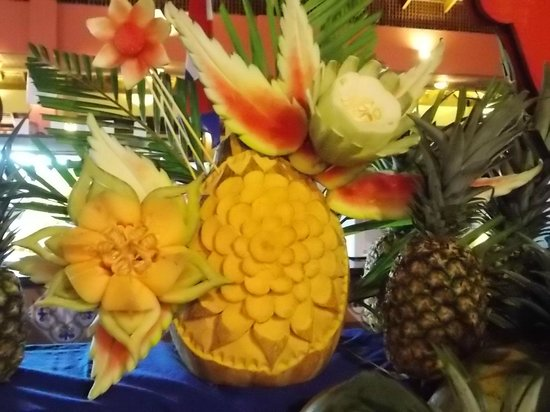 Tropical Princess Beach Resort & Spa: décoration du buffet