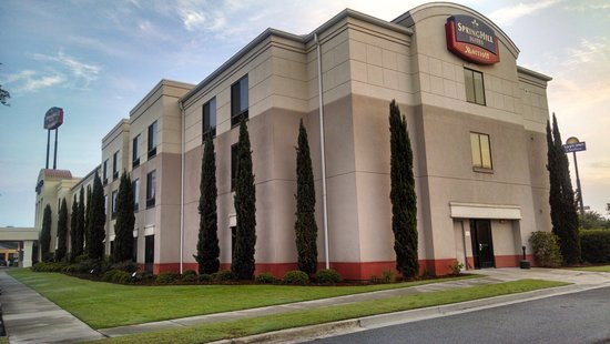 SpringHill Suites Savannah I-95 South: Outside front and side of the hotel