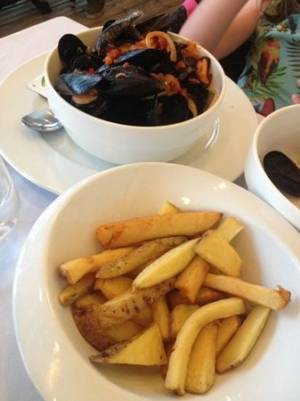 Brasserie du Roc: erm, chips with a mussely background