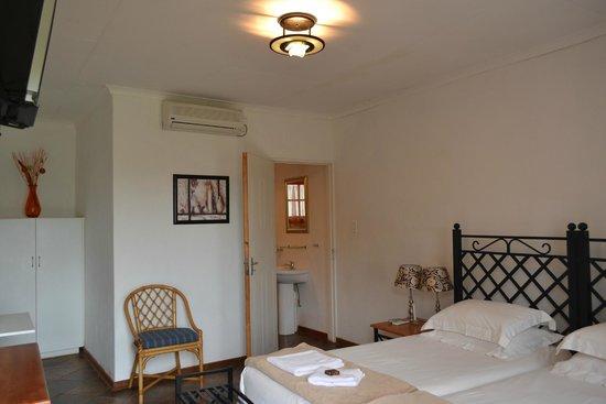 Mount Azimbo Lodge: room