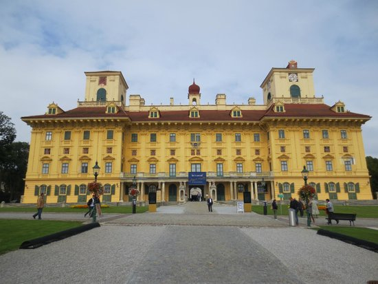 Esterhazy Palace : дворец семьи Эсторхази