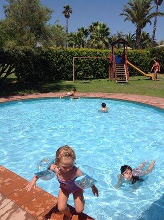 Hotel Club Saraceno : piscina miniclub