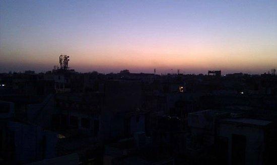 Hotel Tara Palace Chandni Chowk: Evening rooftop view