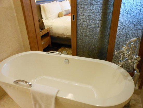 InterContinental Saigon Hotel: Tina muy cómoda y grande