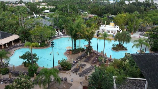 Loews Royal Pacific Resort at Universal Orlando: Pool view 7th floor by the elevator tower 3