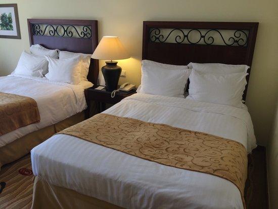 Praia D'El Rey Marriott Golf & Beach Resort: Two double beds