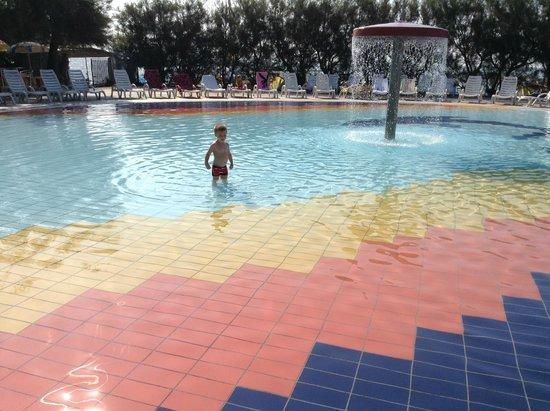 Villaggio San Francesco: piscina nei pressi della spiaggia