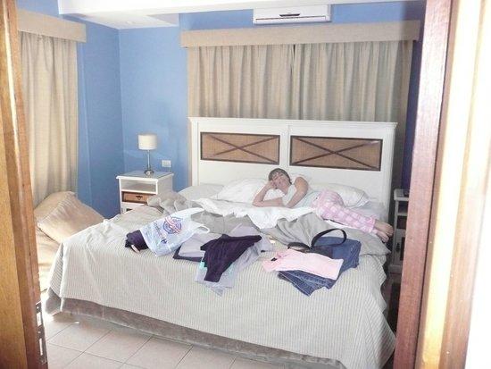 Iguazu Jungle Lodge : habitacion con sommier de 2plazas y media comodísimo