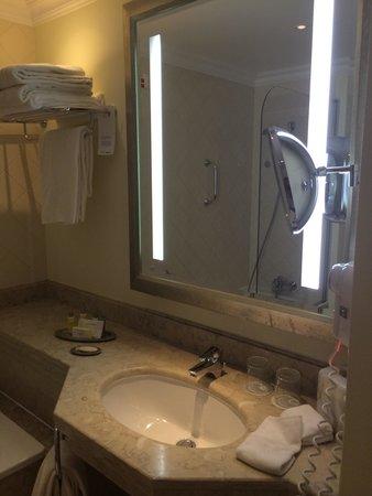 Praia D'El Rey Marriott Golf & Beach Resort: Bathroom