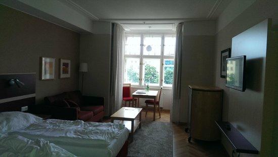 EA Hotel Julis: комната