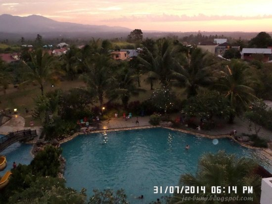 Sutanraja Resort & Convention Center: Pool View