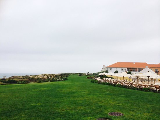 Praia D'El Rey Marriott Golf & Beach Resort: Morning dew
