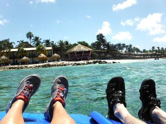 Tamarijn Aruba All Inclusive: floating past the bunker bar - watershoes are a must!