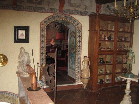 Castelletto di Montebenichi: Hallway
