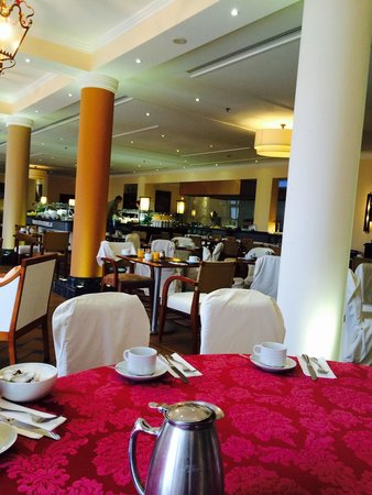 Praia D'El Rey Marriott Golf & Beach Resort: Breakfast