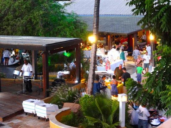 Tamarijn Aruba All Inclusive: steel drum music and craft vendor shopping