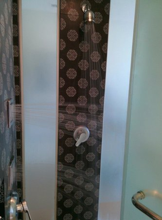 Rest Detail Hotel Hua Hin: Shower