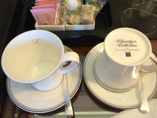Claridge's : custom made tea cups