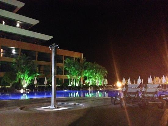 Enotel Lido Madeira : vue nocturne sur la piscine