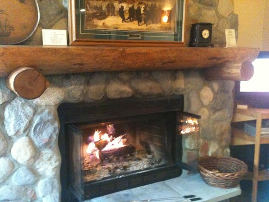 Caribou Highlands Lodge : Beautiful poplar ridge home.  We made s'mores each night in our fireplace/front desk provided th
