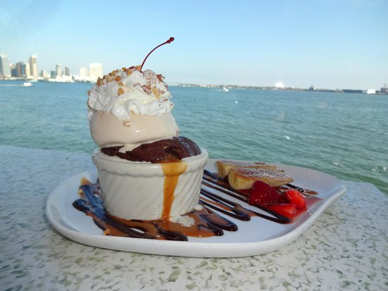 C-Level Lounge : Potted Brownie Banana Split