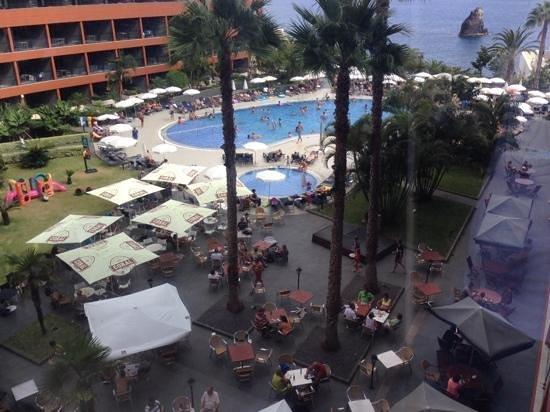 Enotel Lido Madeira: vue sur le bar snack de la piscine