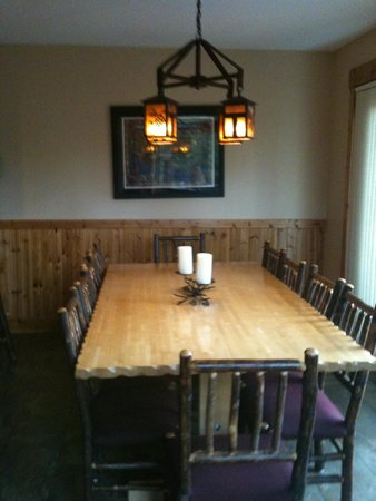 Caribou Highlands Lodge : Dining for actually 10!  Poplar ridge 2 bedroom.