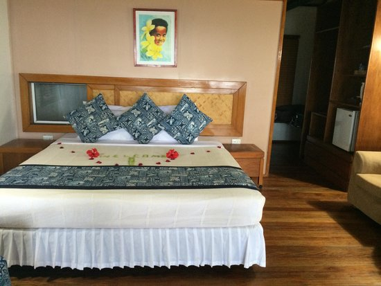 First Landing Beach Resort & Villas: Our room inside