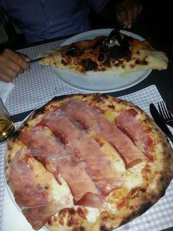 Osteria L'Oca Giuliva: Pizza speck e Brie..calzone cotto e fontina!!!