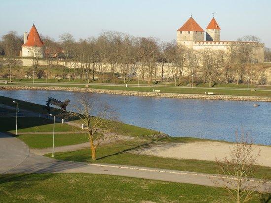 Georg Ots Spa Hotel: Вид на море и крепость