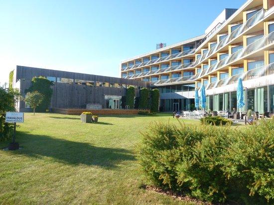 Georg Ots Spa Hotel: Отель в начале лета
