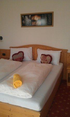 Hotel Tirol : Angolo lettura in camera