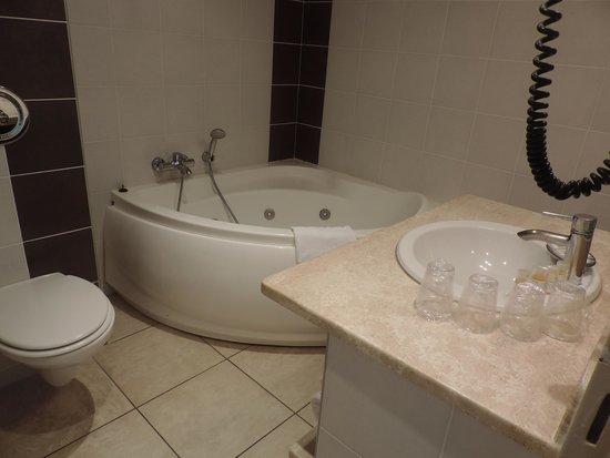 Hotel Roc e Mare: salle de bain