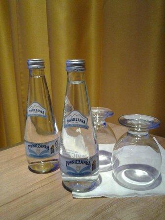 PURO Krakow Stare Miasto: Free sparkling bottled water