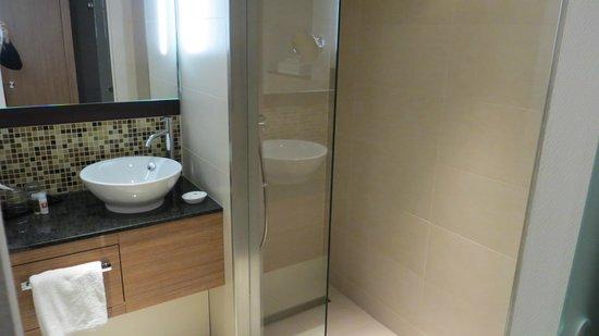 Leonardo Hotel Volklingen-Saarbrucken : Ванная