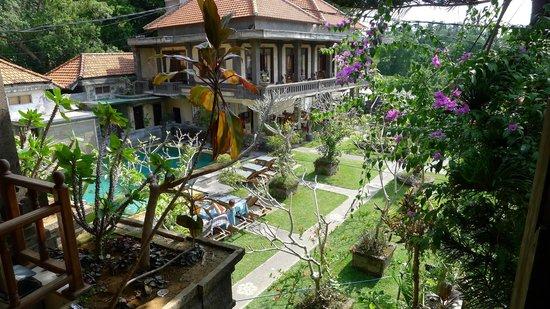 Ubud Permai Bungalow & Spa : Garden with pool