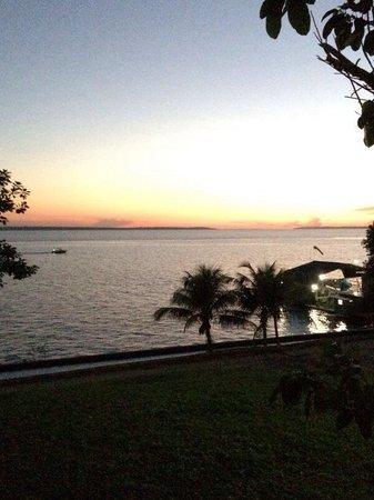 Tropical Manaus Ecoresort : Beira do rio!