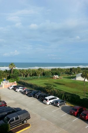 DoubleTree by Hilton Hotel Cocoa Beach Oceanfront: view from 4th floor balcony