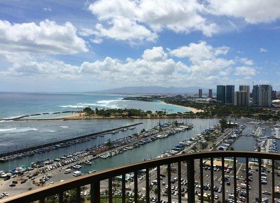 Hilton Hawaiian Village Waikiki Beach Resort: The marina as seen from Rainbow Tower