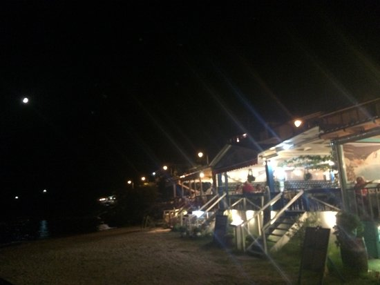 Vasiliki Wave: Beach